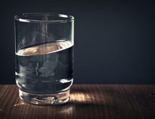 Acqua minerale naturale e acqua potabile, ecco le differenze
